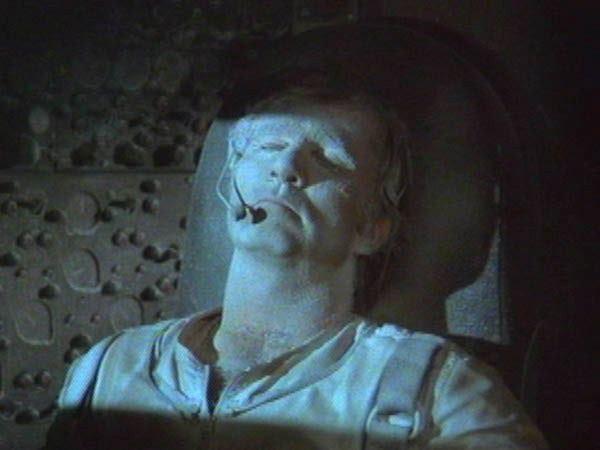 Buck Rogers filminde, uzayda donan astronot. (Görsel: Buck Rogers)